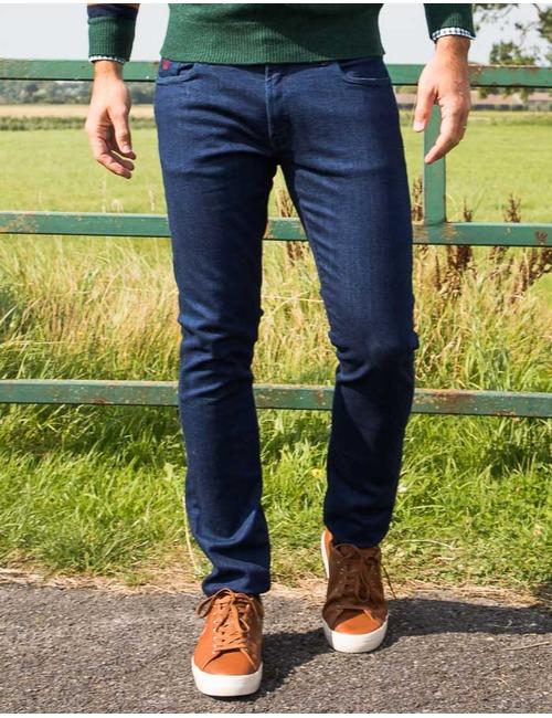 Slim fit jeans donkerblauw met bordeaux patch